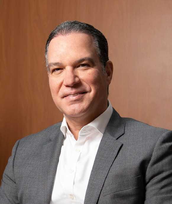 Ney Díaz es presidente y fundador de INTRAS, de las empresas Skills y Summit. Editor en jefe de la Revista Gestión, autor del libro Las 12 preguntas y del Blog del director.