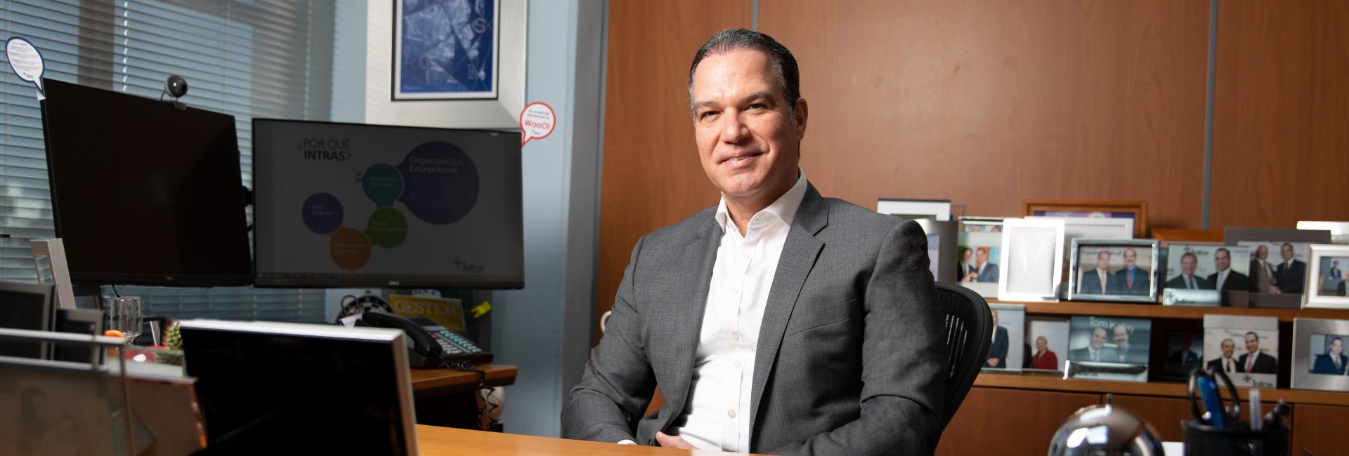 Ney Díaz es emprendedor y autor. Agradecido del privilegio de ganarse la vida aportando al éxito personal, profesional y empresarial de los demás.